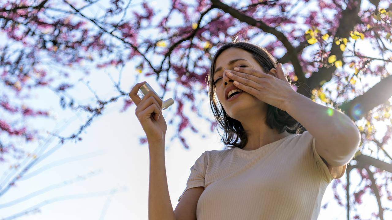 An allergy can develop into allergic asthma.