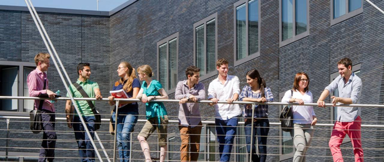 Students at the TUM campus