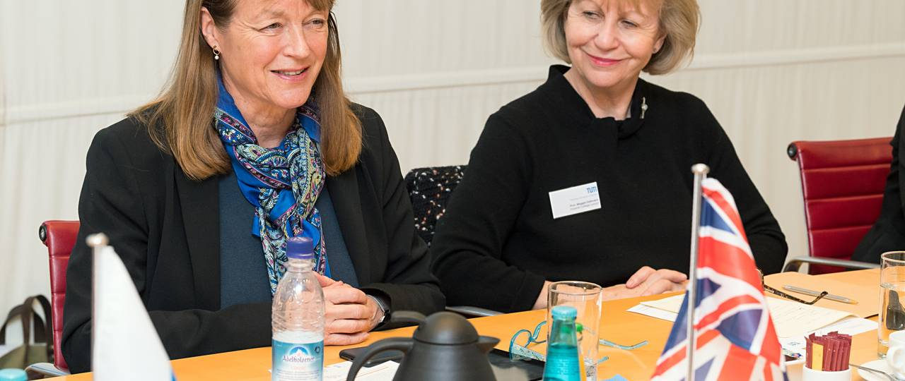 ICL President Alice P. Gast (l.) and Maggie Dallman, ICL Vice-President International visited TUM together with a delegation of professors from ICL (Photo: Uli Benz)