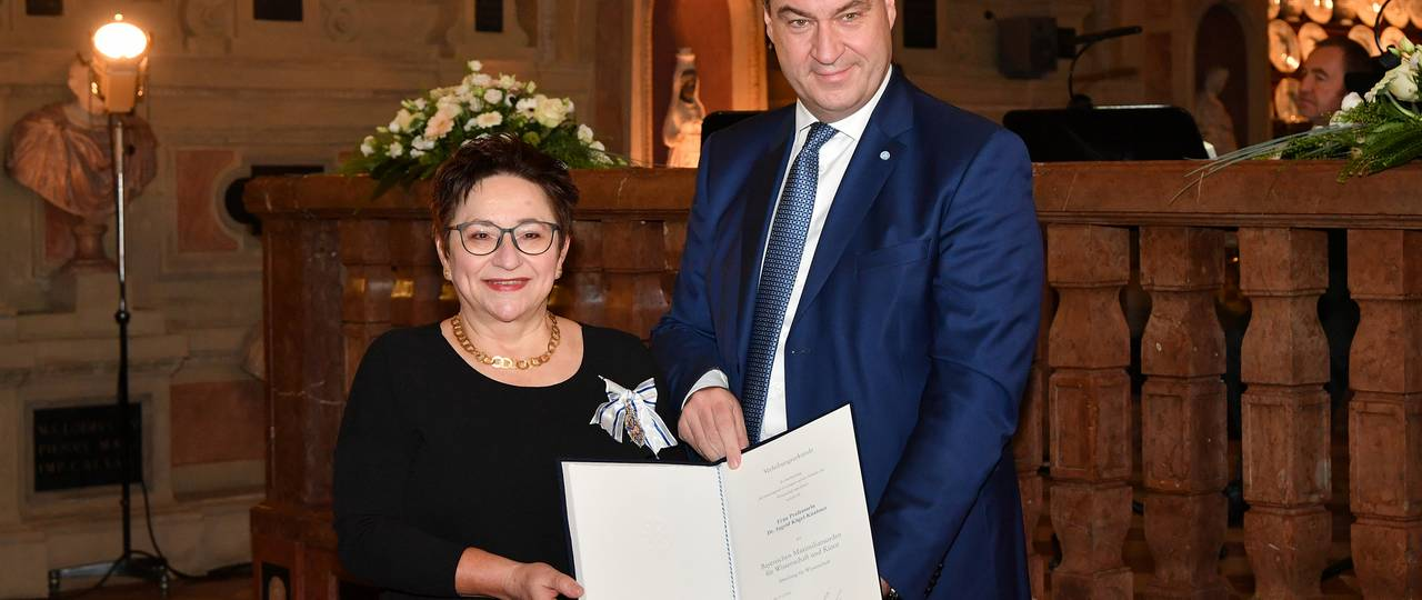 Minister President Dr. Markus Söder awarded Prof. Ingrid Kögel-Knabner the Bavarian Maximilian Order for outstanding achievements in science and art. (Photo: Rolf Poss / Bavarian State Government)