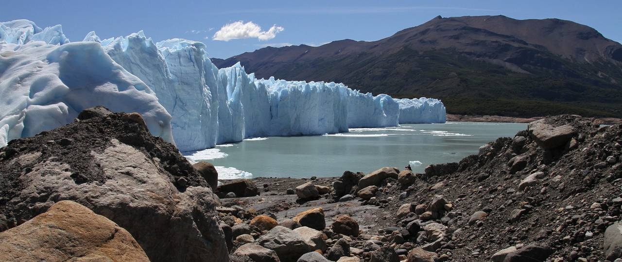 At a tipping point, the system state can change slowly or abruptly - for example, when a glacier melts.