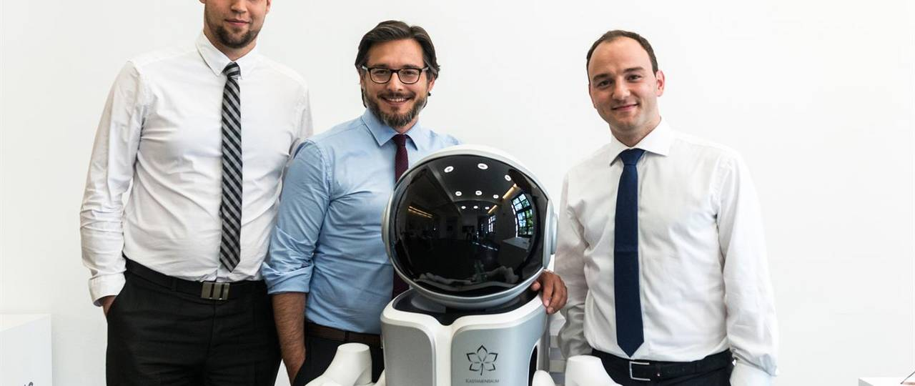 The winners of the Future Prize 2017: Prof. Sami Haddadin, Dr. Simon Haddadin and Dipl. -Inf. Sven Parusel with a sensitive and intuitive robot assistant. (Photo: Ansgar Pudenz)