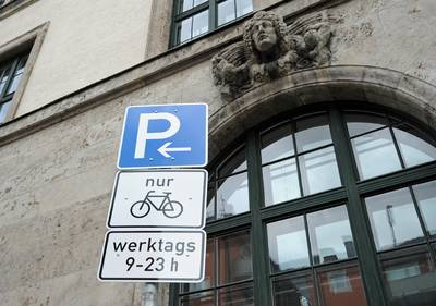 Street sign for bicycle parking space