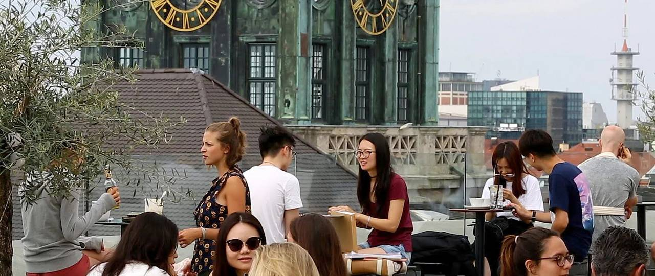 """Students at the TUM Vorhölzer Forum in the video """"Munich: the best of everything"""" (Photo: Monocle)"""