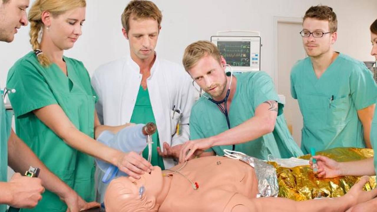 Übung von Medizinstudierenden