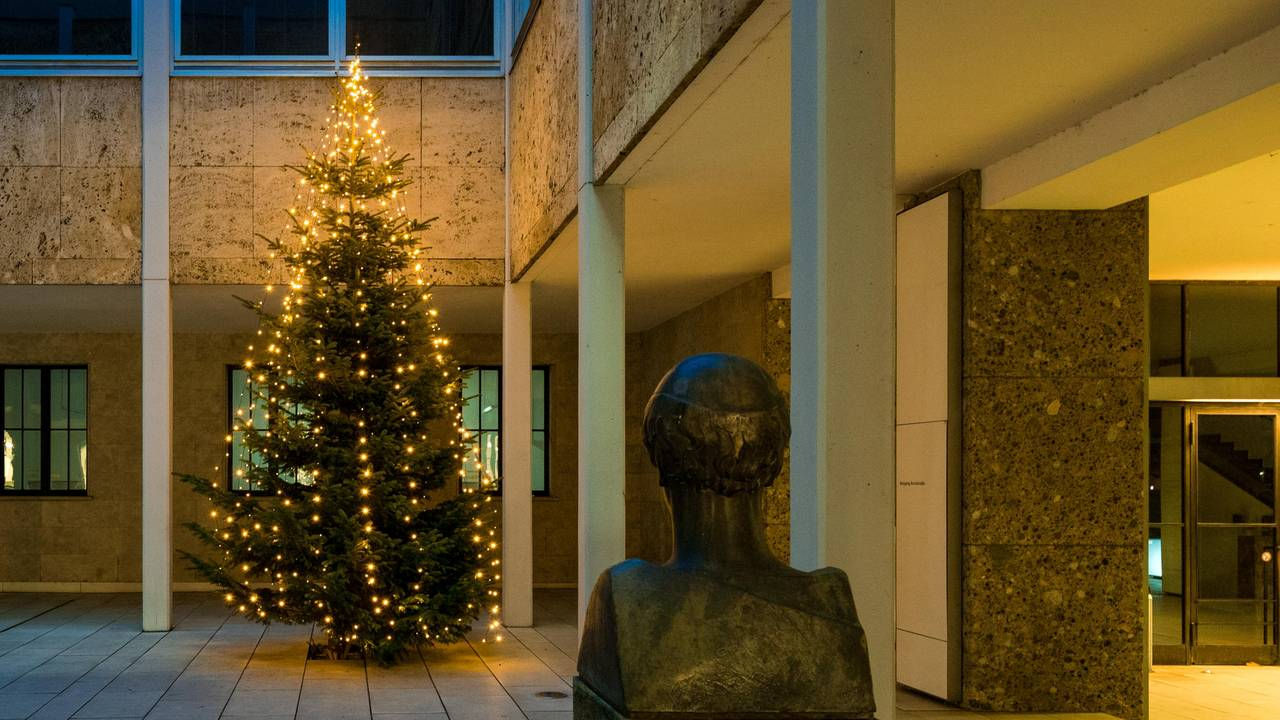 Christmas tree in the Vitruvius courtyard at the Munich main campus.