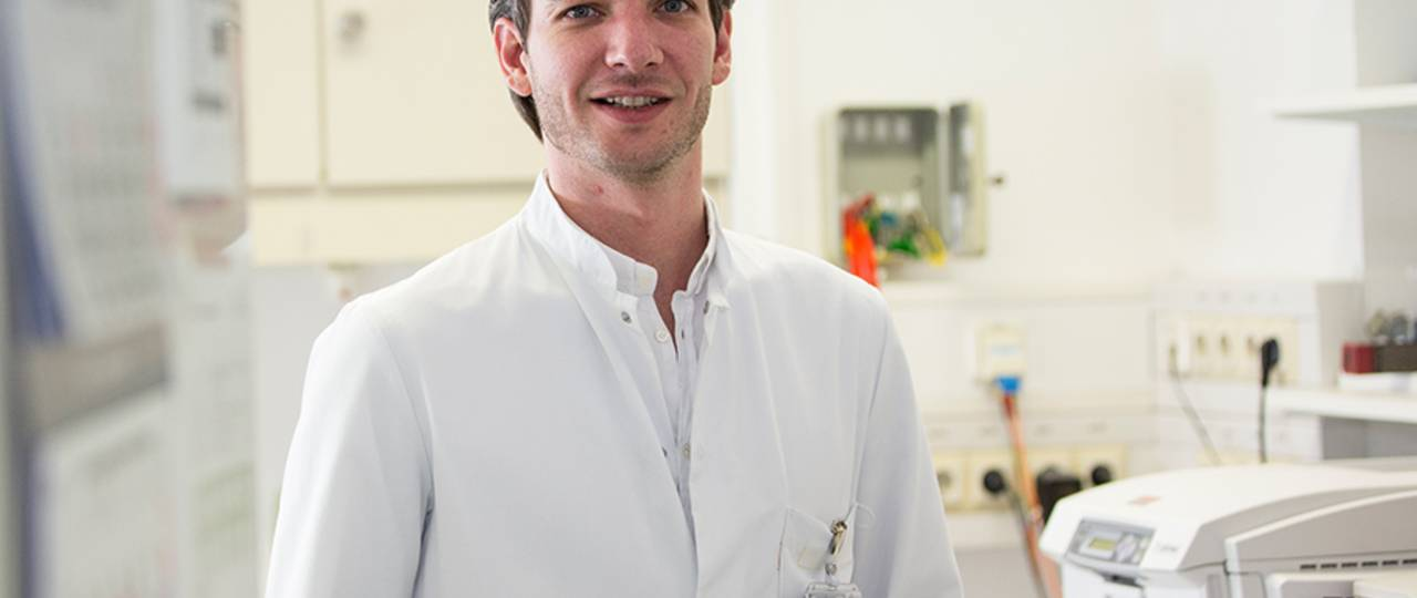 Dr. Maximilian Reichert investigates the formation of metastases of pancreatic cancer at the TUM university hospital rechts der Isar. (Image: S. Willax)