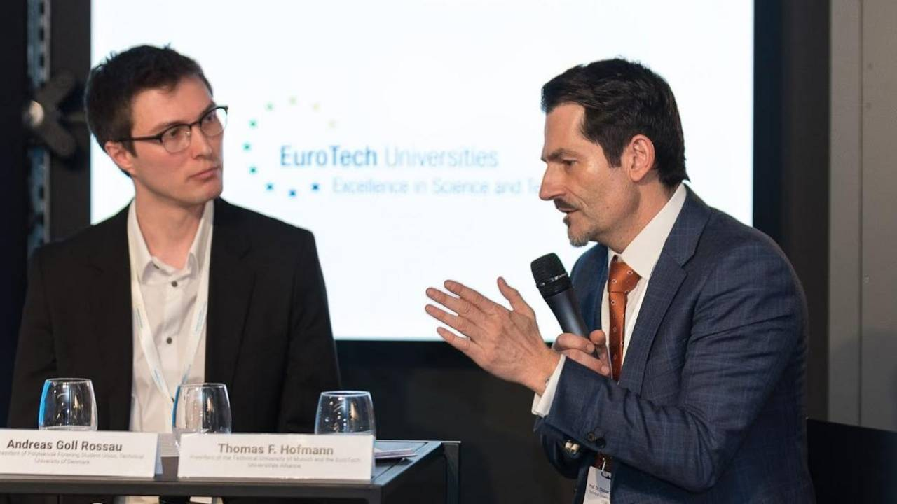 TUM President Thomas F. Hofmann (r.) discusses with DTU student representative Andreas Goll Rossau in Brussels.