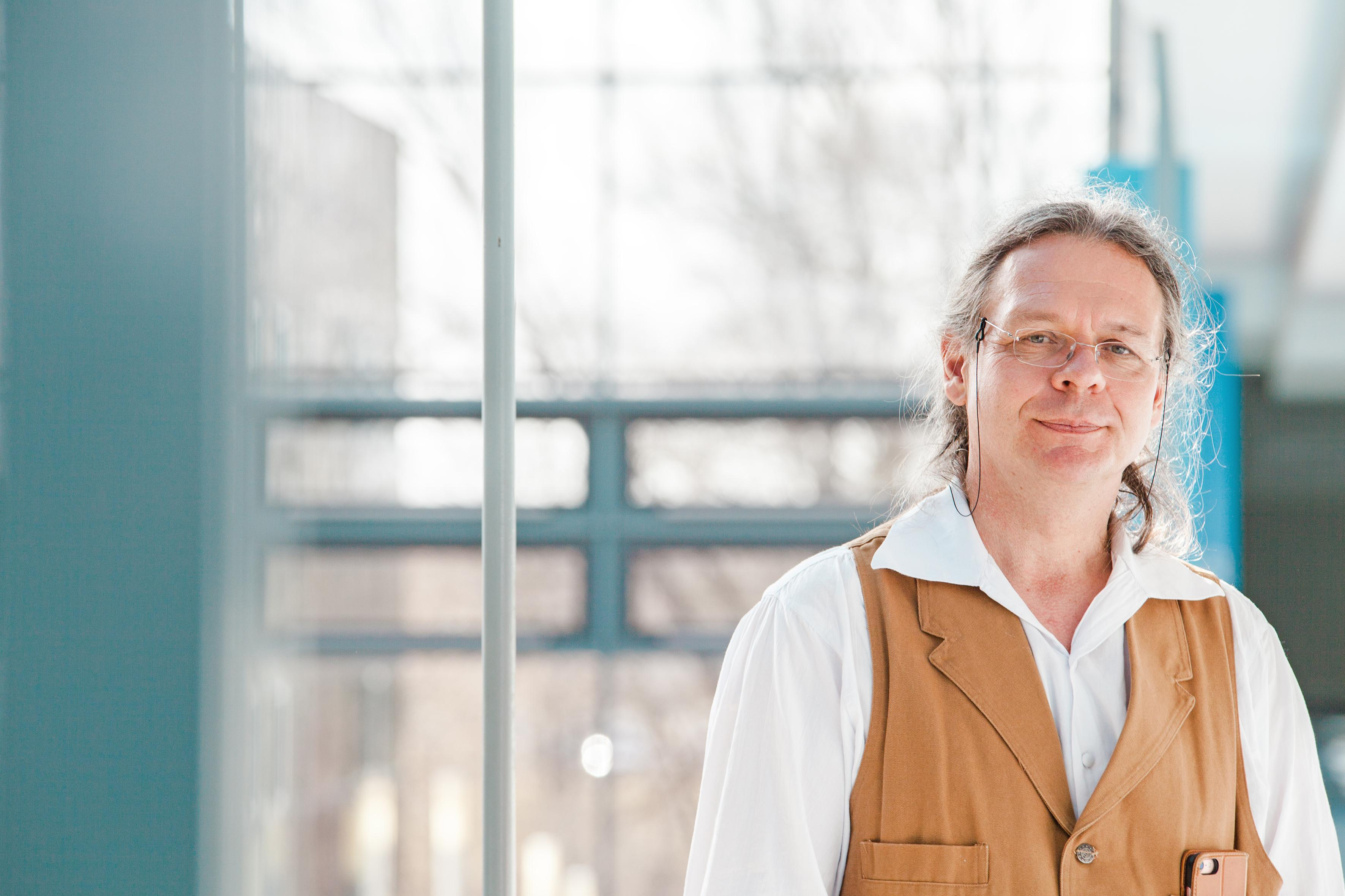 Co-author Prof. Burkhard Rost in the building of the Department of Informatics at the Technical University of Munich