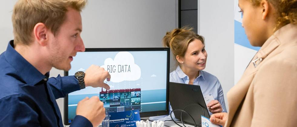 Two students talk about Big Data