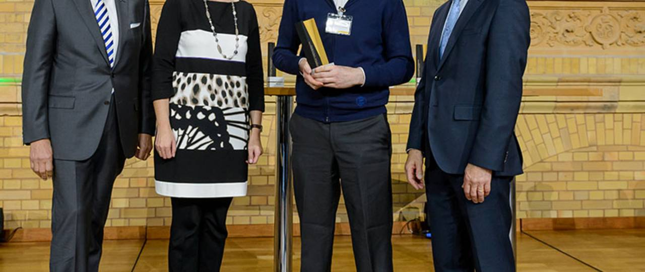 From left to right: TUM President Prof. Wolfgang A. Herrmann; Prof. Anja Karliczek, Federal Minister of Education and Research; Award winner Prof. Marco Caccamo and Prof. Hans-Christian Pape, President of the Humboldt Foundation.