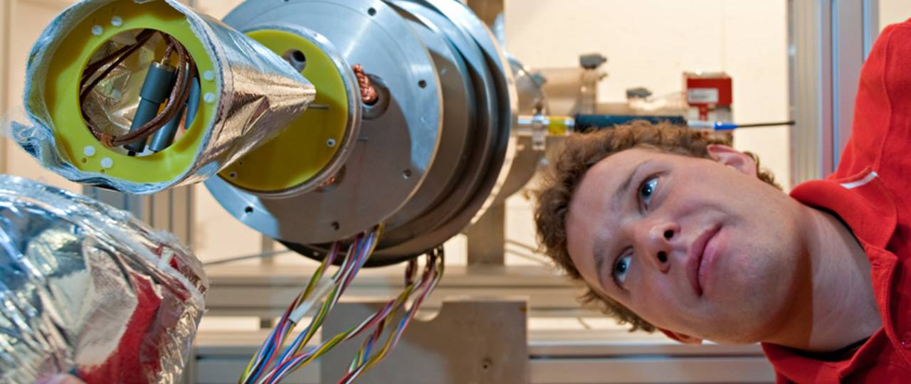 For natural sciences - here an experimental setup in the Physics Department - TUM topped the list in Germany. (Photo: A. Eckert & A. Heddergott / TUM)