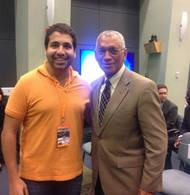 Akram Abdellafit (links) mit NASA Administrator Charles Frank Bolden Jr. beim SpaceX CRS-4 Launch in Cape Canaveral. (Foto: privat)