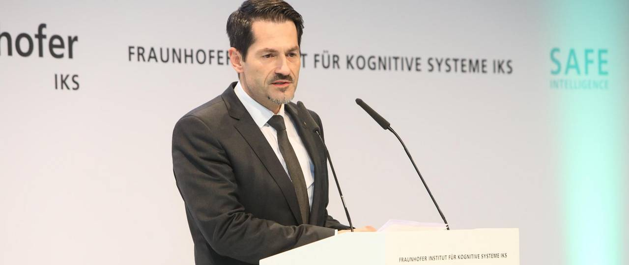 Prof. Thomas F. Hofmann, President of TUM a the opening ceremony for the Fraunhofer Institute for Cognitive Systems.