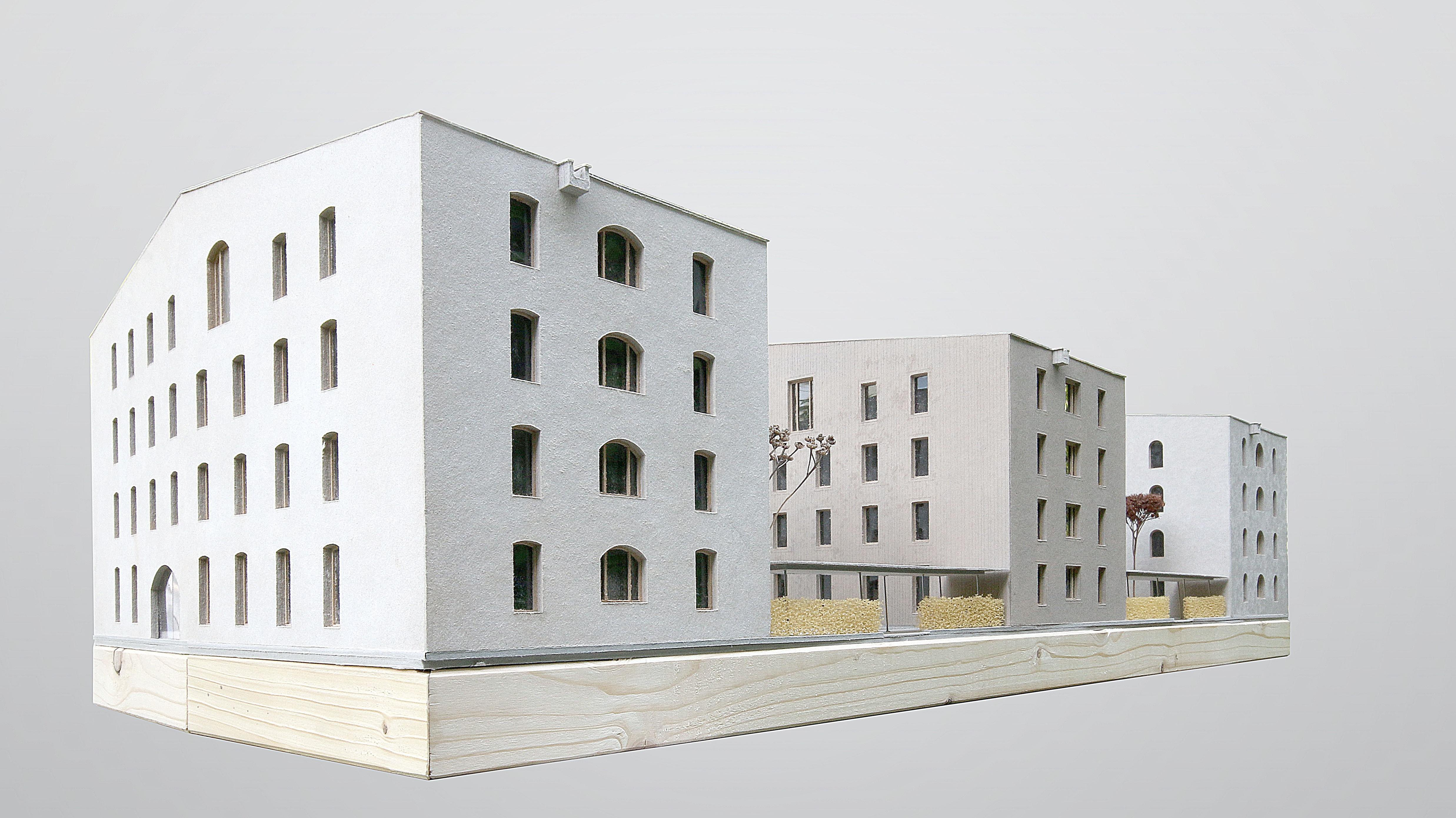 Model of the three houses made of masonry, solid wood and lightweight concrete.