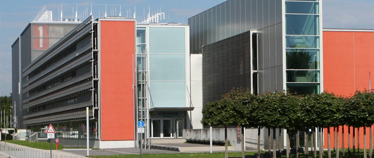 """LRZ with """"SuperMUC"""" at Campus Garching - Picture: LRZ"""