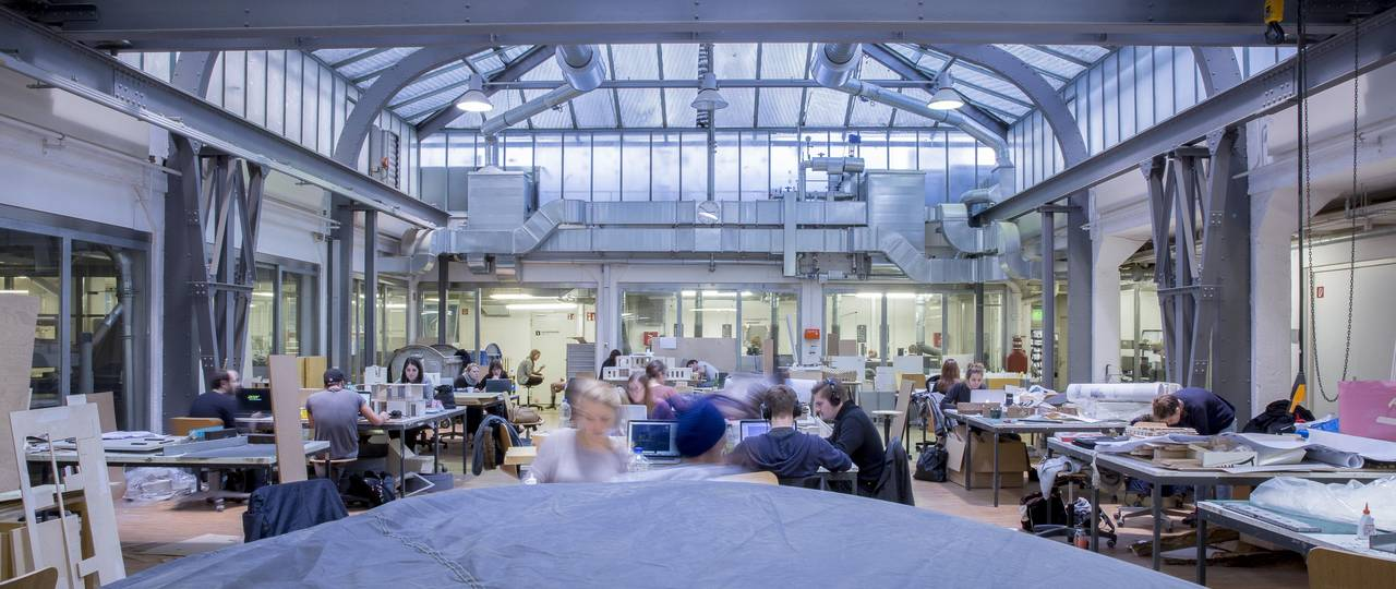 Students in an architecture lab at TUM.