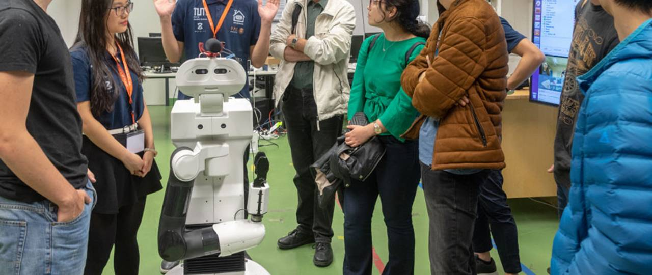 Technologies of the future attracted much attention on Open House Day. (Image: A. Heddergott / TUM)