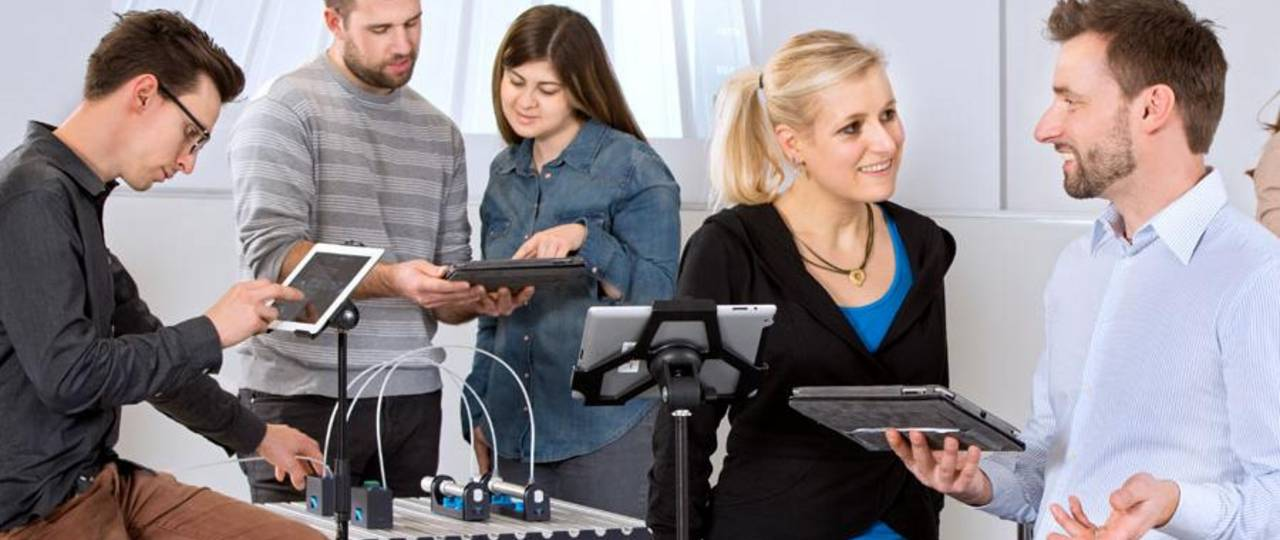 Lecturer and students with tablet computers. (Image: A. Heddergott / TUM)
