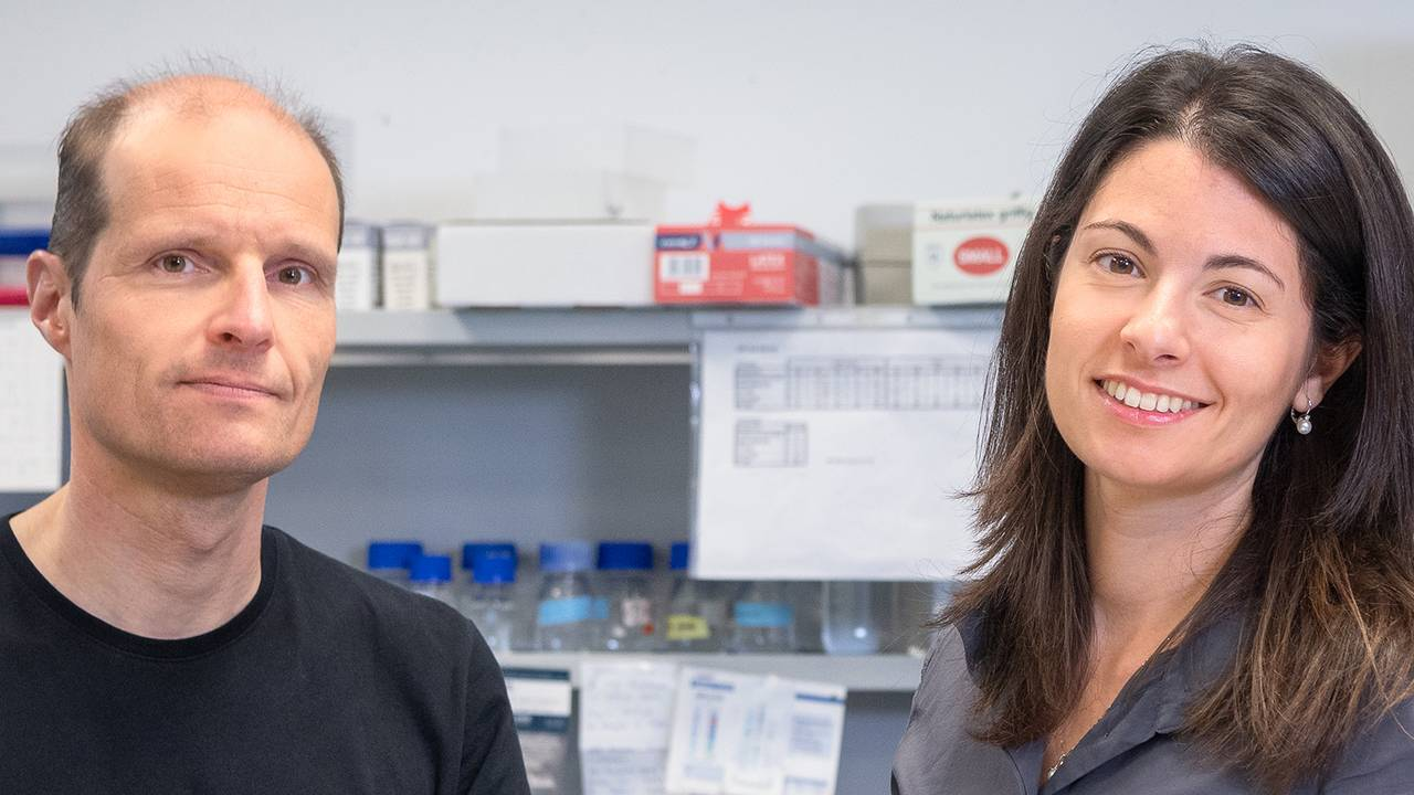 Prof. Gerland and first author Elena Biselli in their laboratory.