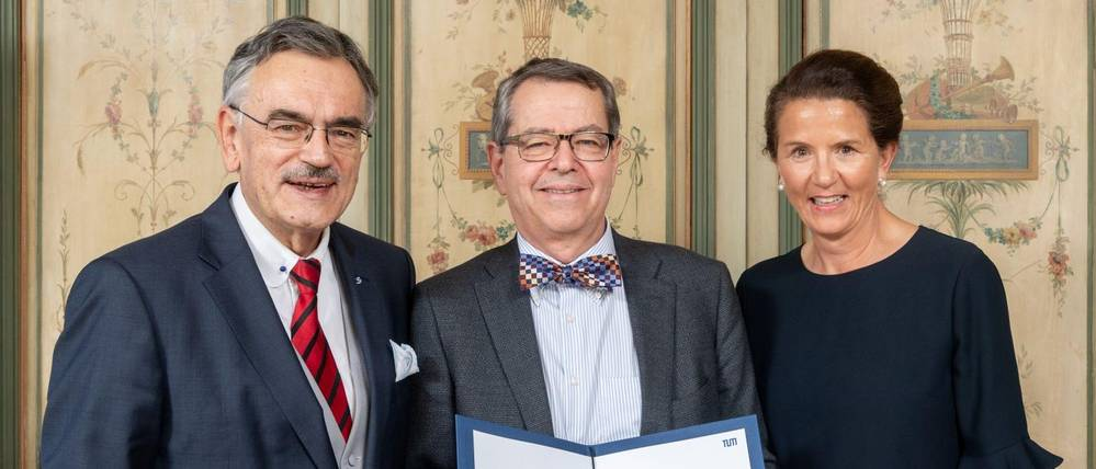 Stephen L. Buchwald together with TUM's president Wolfgang A. Herrmann and Susanne Wamsler