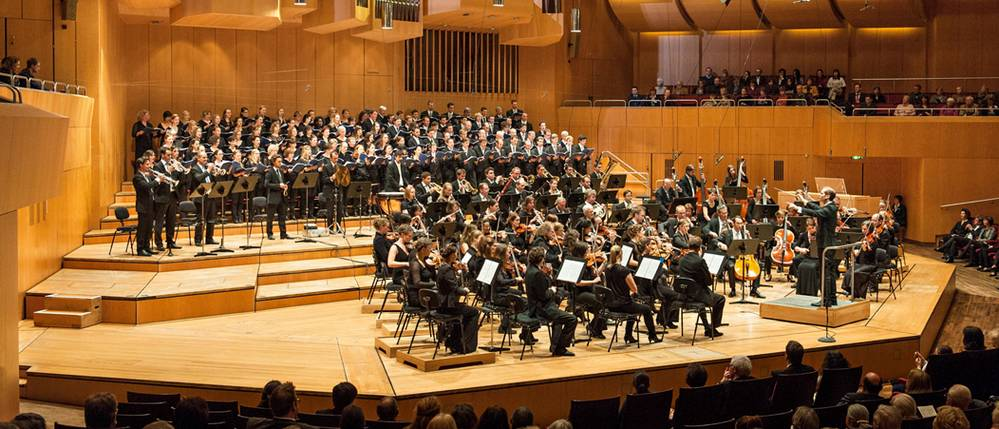 "TUMChor and the orchestra ""Symphonische Ensemble München"" at the Adventsmatinee."