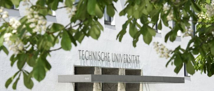 Main entrance of TUM in the Arcisstraße of Munich