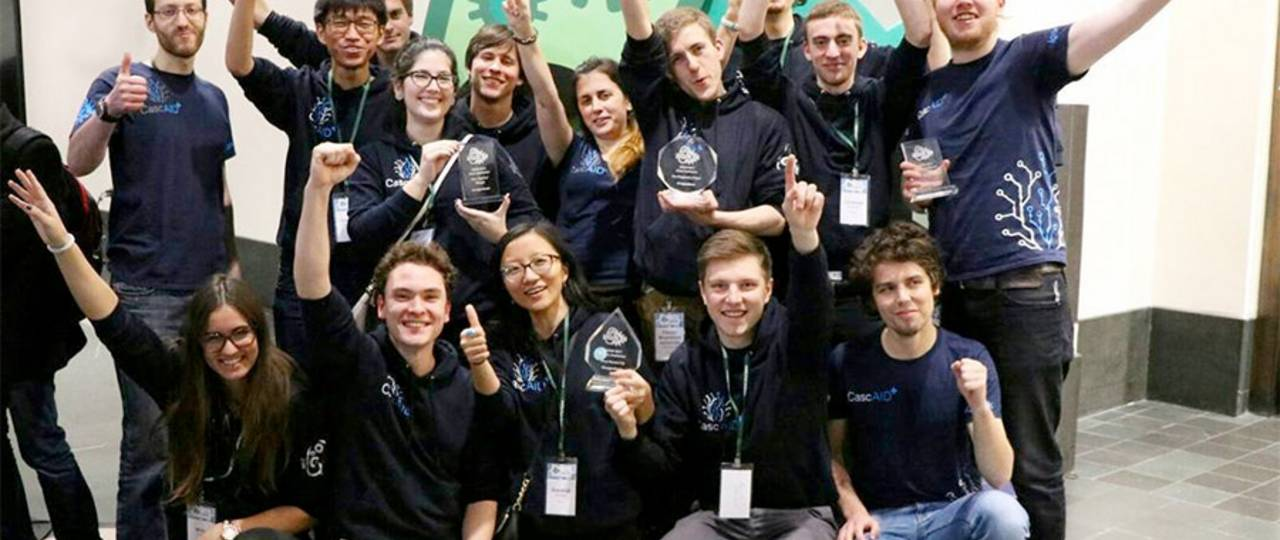 The student team at the iGEM-competition in Cambridge (USA). (Photo: Benedikt Dürr)