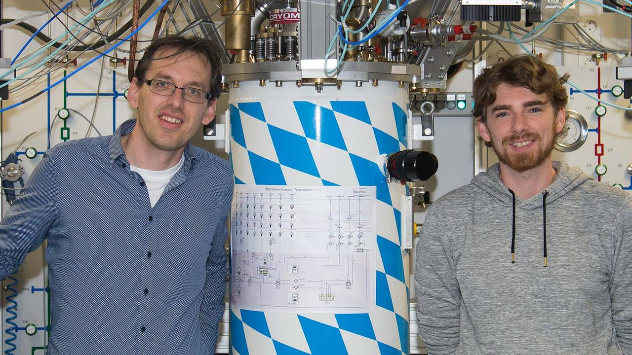 First author Stefan Pogorzalek (r) and co-author Dr. Frank Deppe with the cryostat, in which they have realized a quantum LAN for the first time.