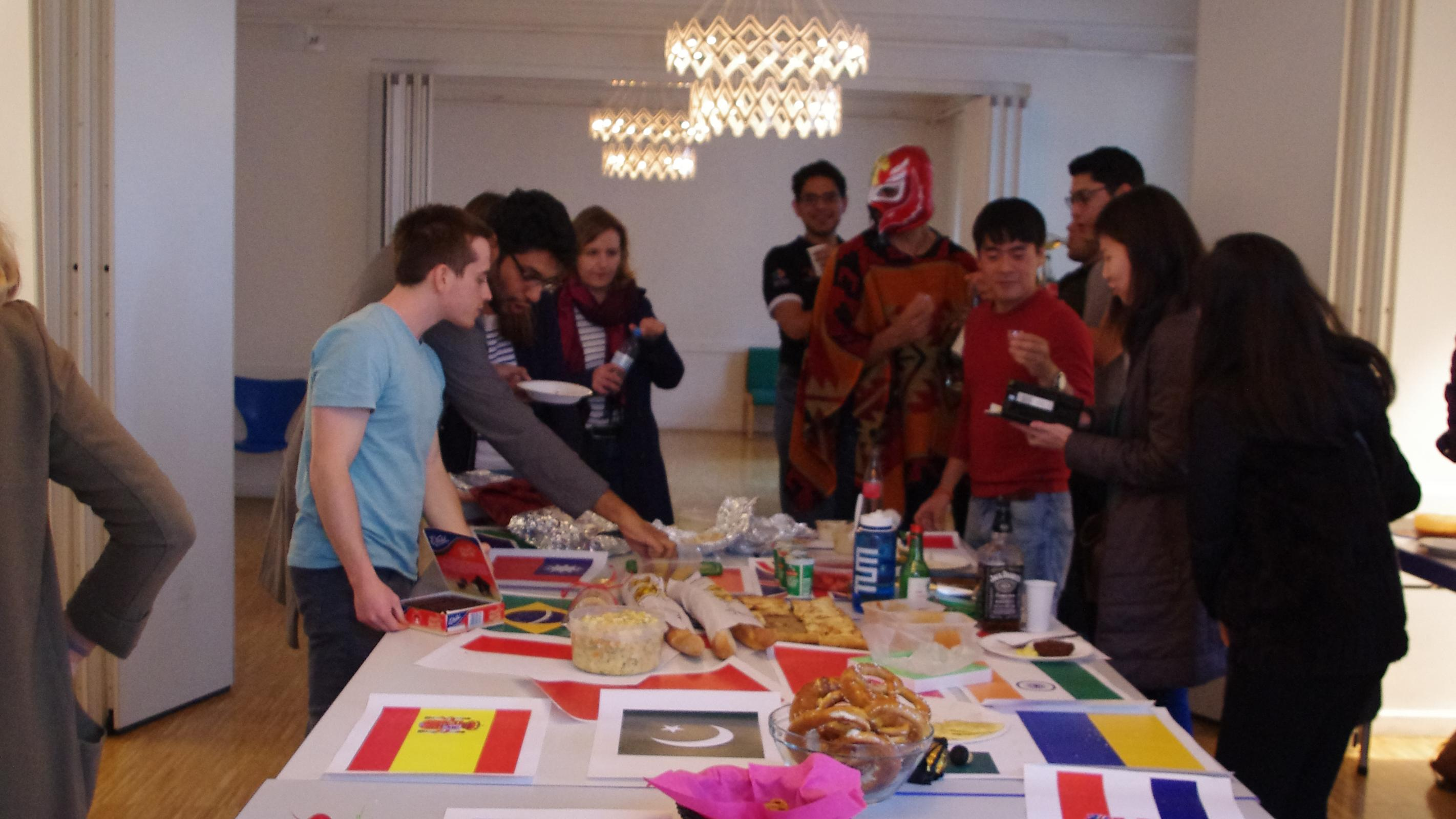 At the international evening, we eat together...(Image: Laetitia Eichner)