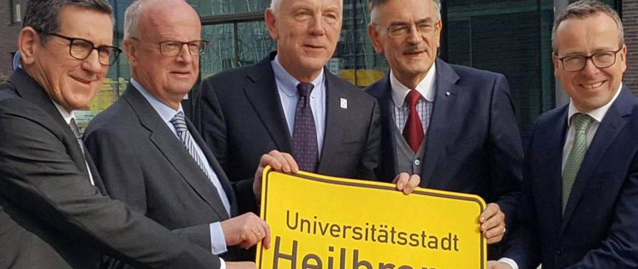 Reinhold R. Geilsdörfer and Peter Frankenberg from the Dieter Schwarz Stiftung, Heilbronn's mayor Harry Mergel, TUM President Wolfgang A. Herrmann, and Dean Gunther Friedl (f.l.). (Image: TUM)