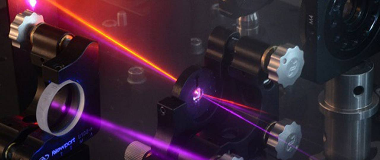 ERC Grantee Prof. Reinhard Kienberger investigates fluorescing molecules with the help of these lasers.