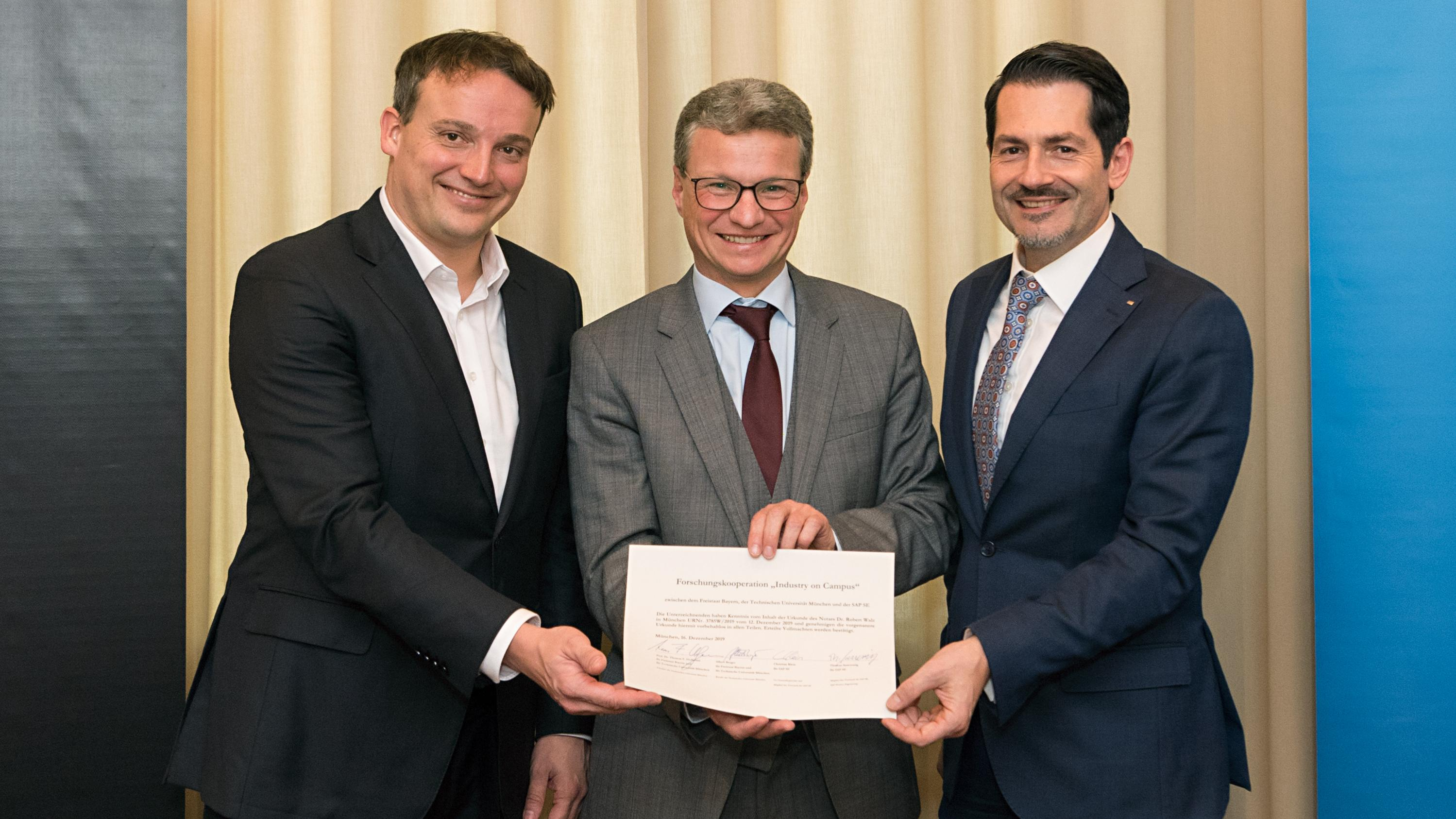 SAP Co-CEO Christian Klein, Science Minister Bernd Sibler, and TUM President Prof. Thomas F. Hofmann (from left) after signing the cooperation agreement.