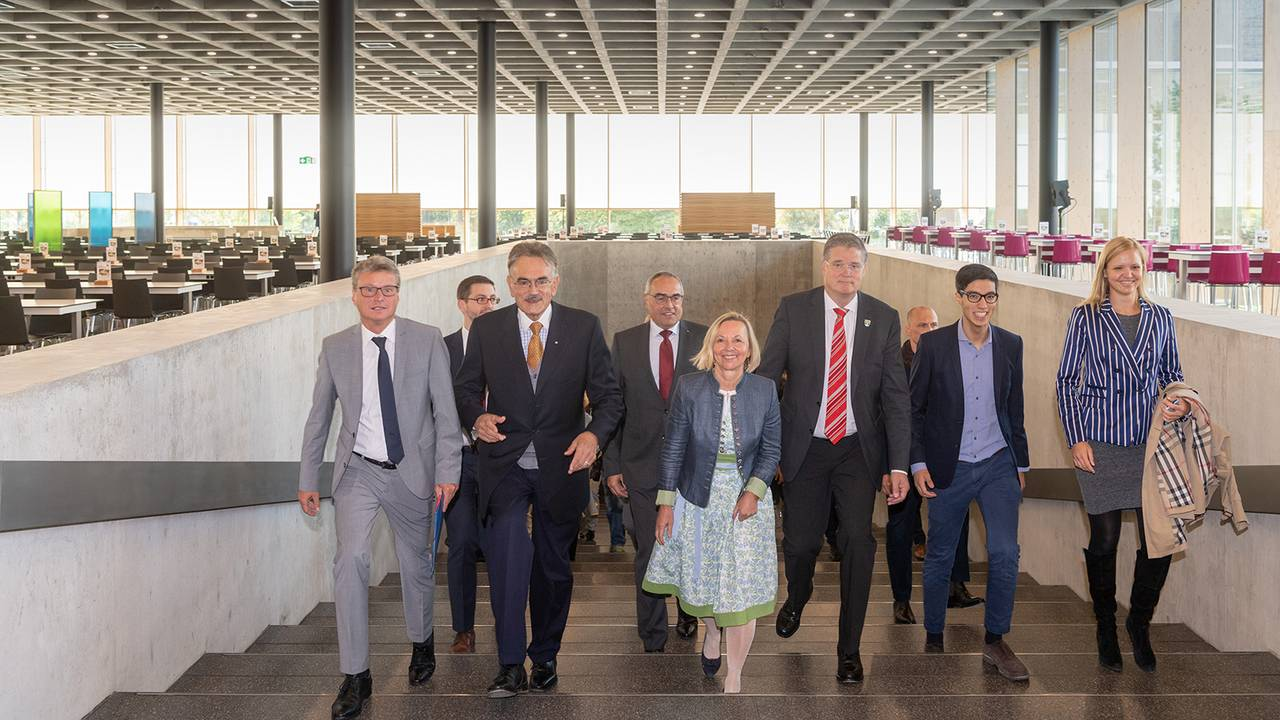 Opening of the new student cafeteria in Garching with Science Minister Sibler, TUM President Herrmann, Student Union Managing Director Wurzer-Faßnacht, Garching Mayor Dieter Gruchmann and student representatives Zaim Sari and Nora Weiner (1st row left to