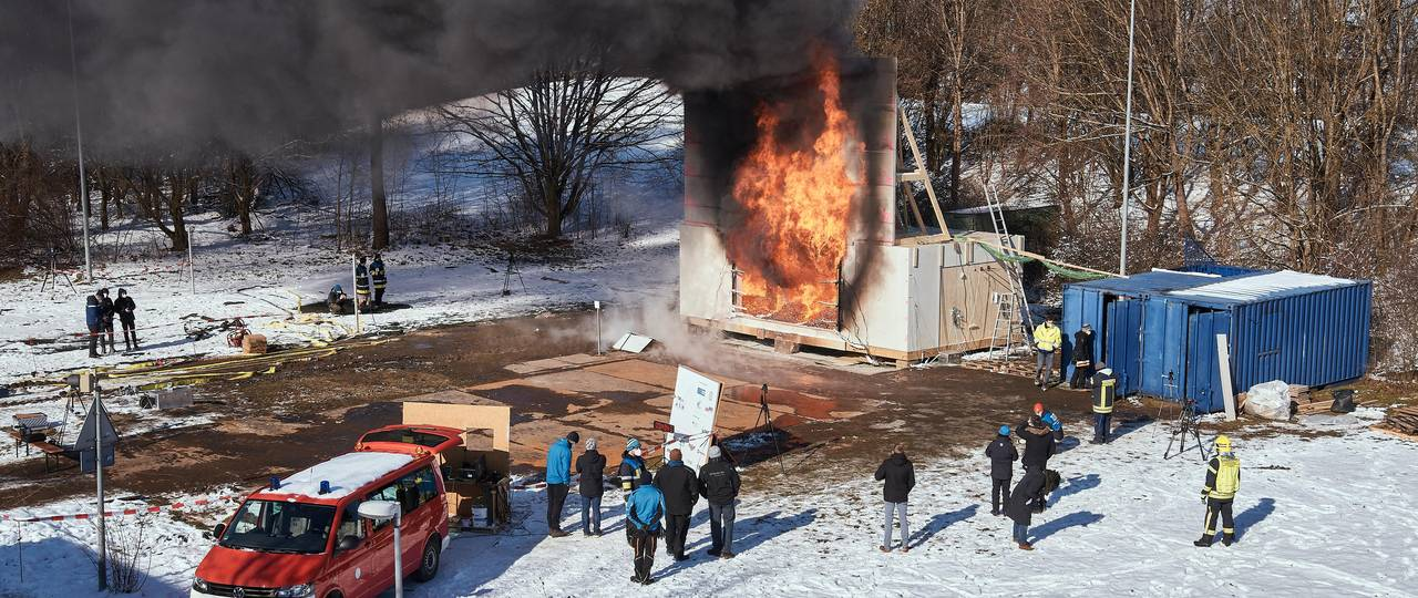 Large-scale fire tests were conducted on the open-air grounds of the TUM's Garching research campus.