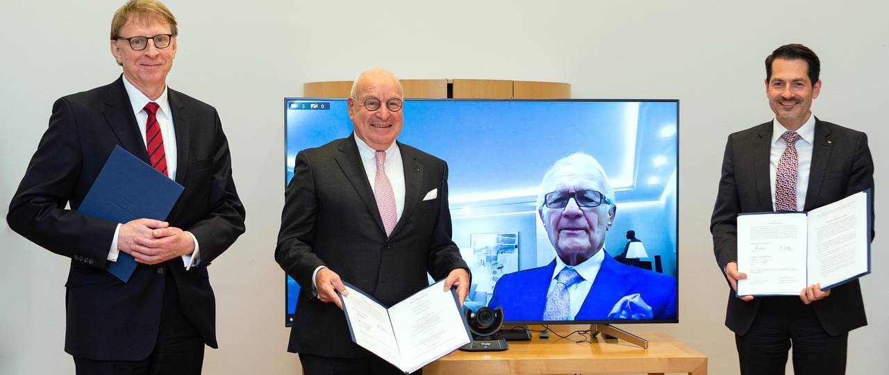 """Signing of the contract for the new """"TUM Georg Nemetschek Institute Artificial Intelligence for the Built World"""""""