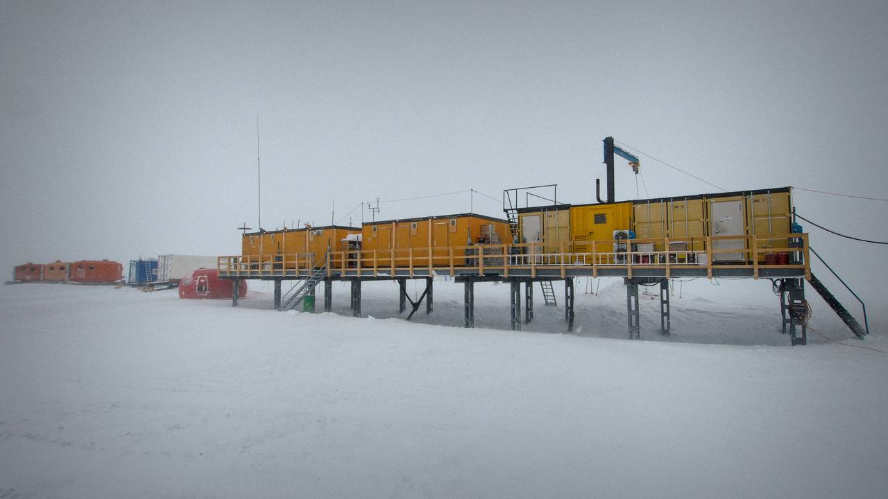 The Kohnen Station is a container settlement in the Antarctic, from whose vicinity the snow samples in which iron-60 was found originate.