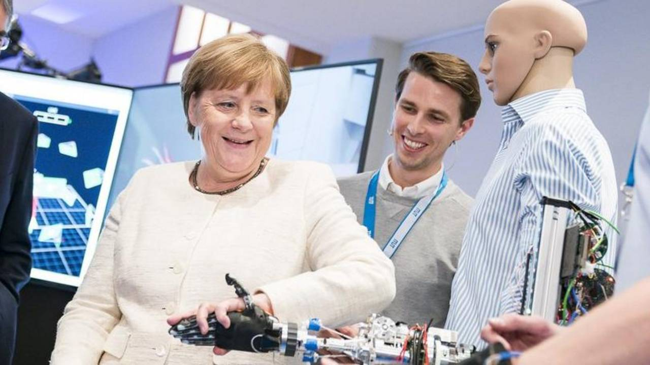 Chancellor Dr. Angela Merkel at the Munich School of Robotics and Machine Intelligence.
