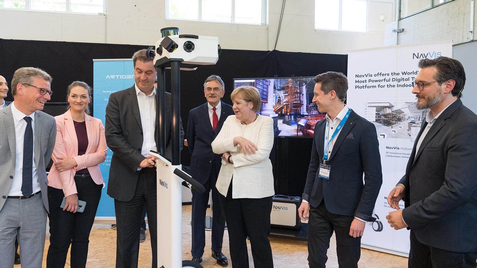 Bundeskanzlerin Dr. Angela Merkel in der Munich School of Robotics and Machine Intelligence