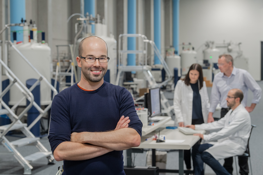 Matthias Feige, professor of Cellular Protein Biochemistry in the experimental hall of the Bavarian NMR center.