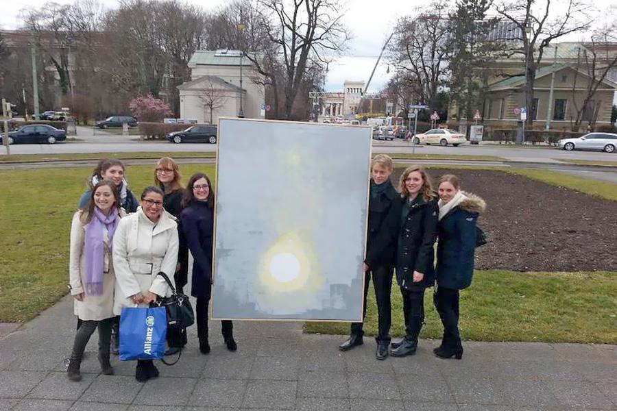 Kunst und Kommunikation: Stipendiaten nach dem Workshop (Foto: Allianz)