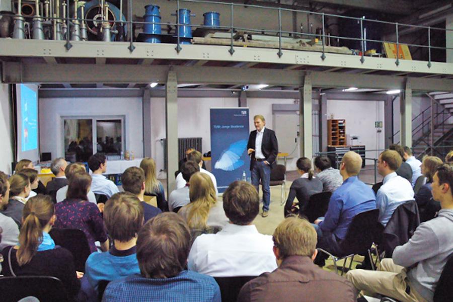 Akademiegespräch mit Dr. Kefer (Foto: Dominik Irber/TUM)