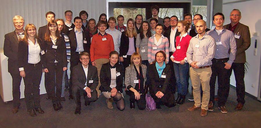 Stipendiaten und IBM-Mitarbeiter (Foto: IBM)