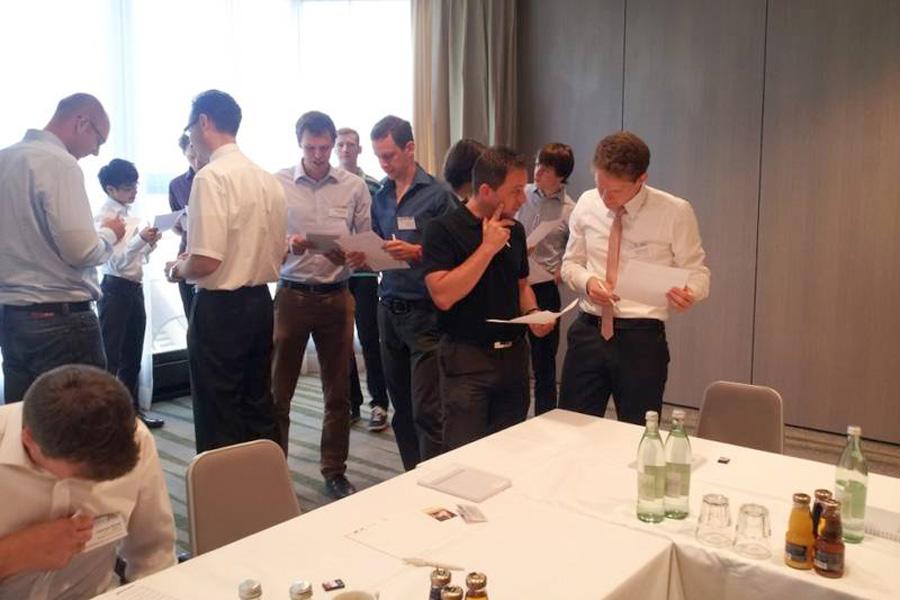 Netzwerken: Die Mentoring-Tandems lernen sich kennen (Foto: Siemens)