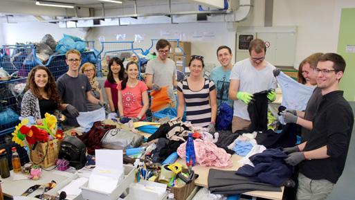 Sortieren und Ausgabe von Kleidern