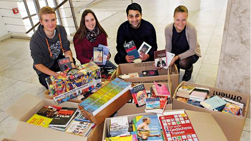 Kisten voller gespendeter Bücher