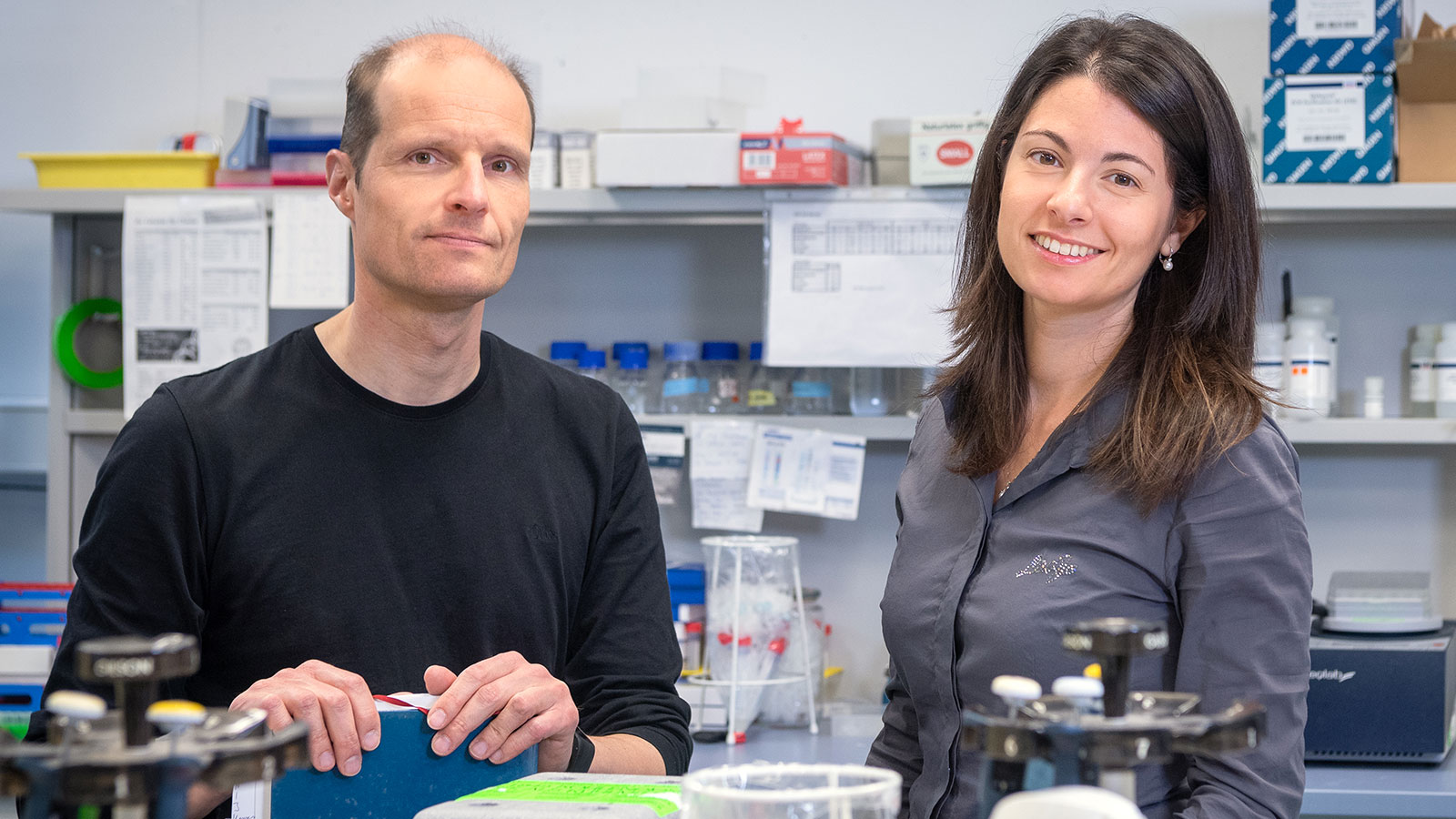 Prof. Ulrich Gerland and co-author Elena Biselli in their laboratory.
