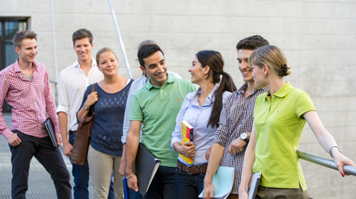 Students of TUM School of Management at the downtown campus.