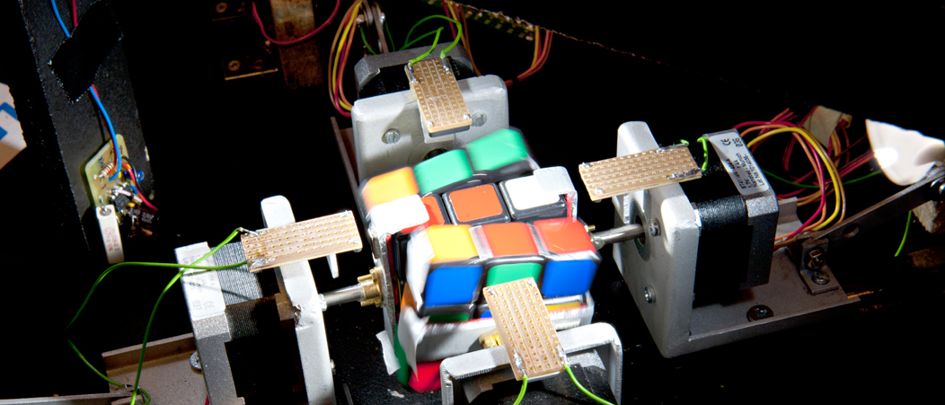Electrical Engineering and Information Technology students solve the Rubik's Cube challenge.