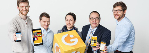 "Die Entwickler der ""Integreat-App"" (v. li.): Martin Schrimpf, Maximilian Schreieck, Julia Götz, Prof. Helmut Krcmar und Dr. Manuel Wiesche."
